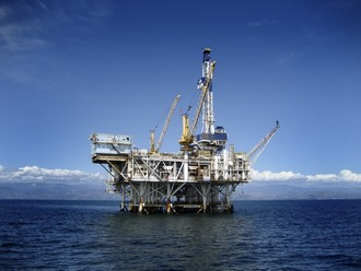Hand injury risks in the oil and gas industry