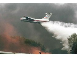 A Russian Il-76 waterbomber in action