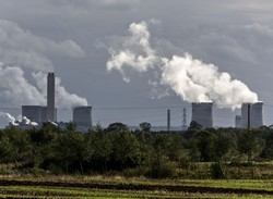 RWE npower will shut down its 2,000MW Didcot A coal-fired power plant (shown here) and its 1,000MW Fawley oil-fired power station, both in the south of England, at the end of the winter period in March